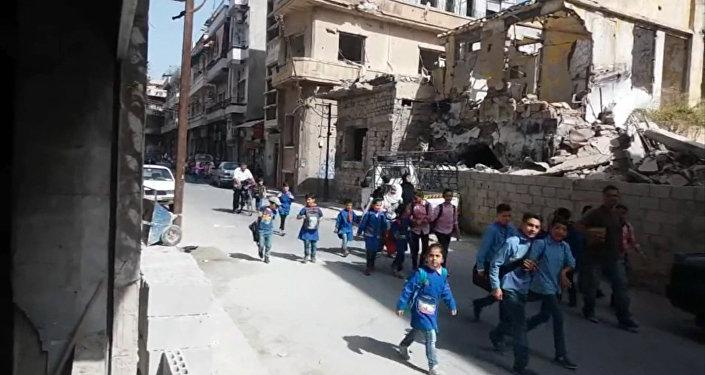 Извосточных районов Алеппо вышли 48 мирных граждан