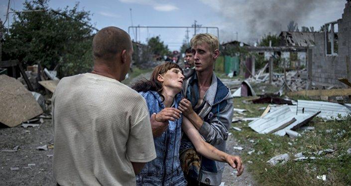 Vietējie iedzīvotāji Luganskas staņicā, kam uzbrukusi Ukrainas bruņoto spēku aviācija