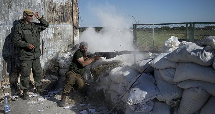 Donbasa zemessargi treniņos robežas caurlaides punktā Sarkanais partizāns