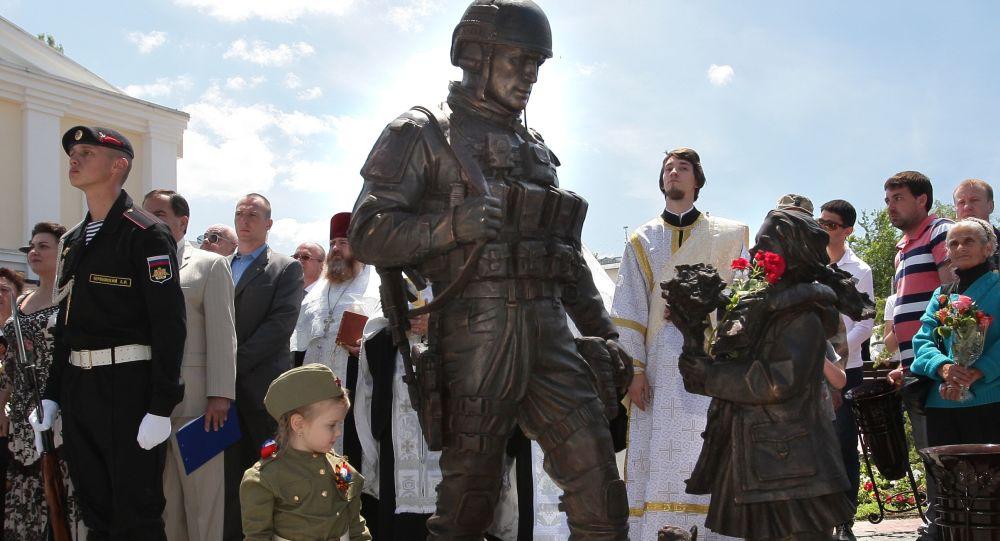 Piemineklis Pieklājīgajiem cilvēkiem Krimā. Foto no arhīva
