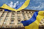 Украинские флаги у Киевской городской администрации, архивное фото