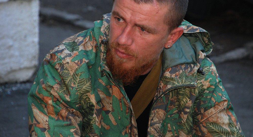 Arsēns Pavlovs, zemessargu komandieris ar pazīšanās signālu Motorola