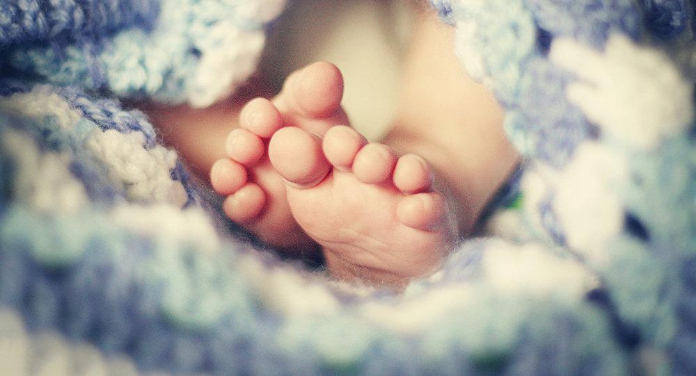Ножки новорожденного. Архивное фото