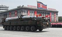 Ballistiskā raķete militārajā parādē. Foto no arhīva