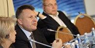 Айнарс Шлесерс выступает на Балтийском форуме, архивное фото