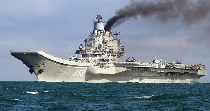 Krievijas aviācijas bāzes kreiseris Admirālis Kuzņecovs.