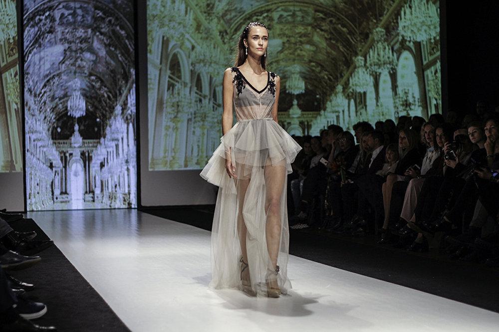 Dizainera Katya Katya Shehurina kolekcijas demonstrācija Riga Fashion Week
