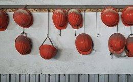 Celtnieku ķiveres. Foto no arhīva