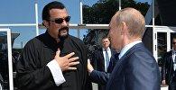 Stīvens Sīgals un Vladimirs Putins