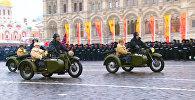 Торжественное шествие на Красной площади в честь парада 1941 года в Москве
