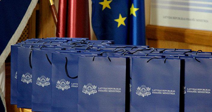 Paketes ar uzrakstu Latvijas Finanšu ministrija. Foto no arhīva