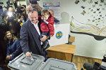 Кандидат в президенты Молдавии от социалистов Игорь Додон проголосовал в Кишиневе