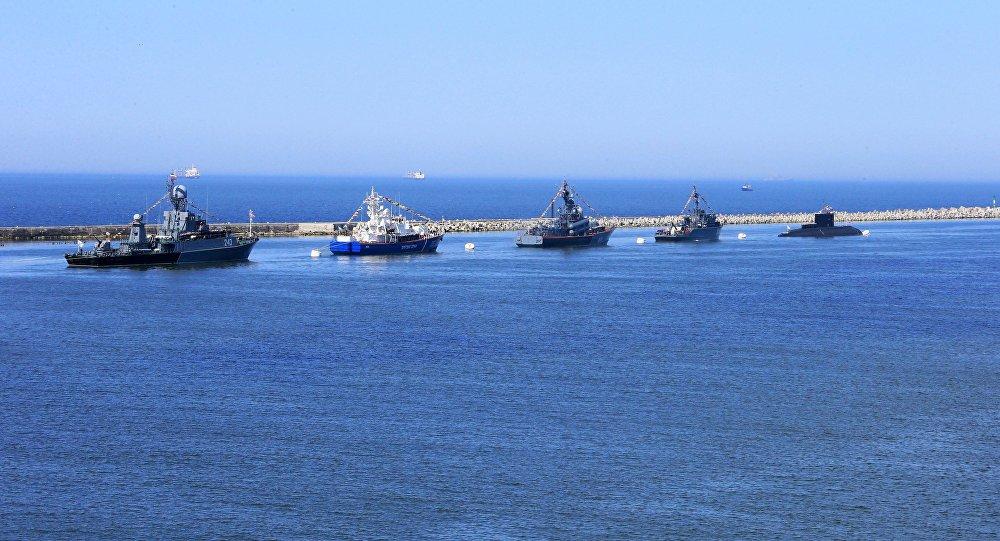 Корабли Балтфлота в Калининградском морском канале. Архивное фото