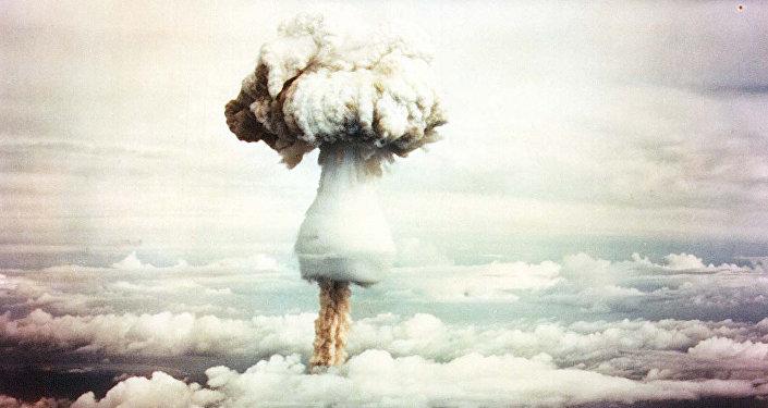 Испытания водородной бомбы. Архивное фото