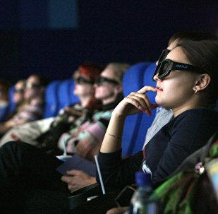 Зрители в кинозале, архивное фото