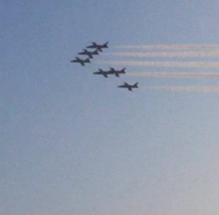 Sirds gaisā: Krievijas iznīcinātāji demonstrēja augstākās pilotāžas figūras Irānā