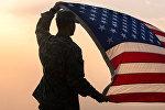 Американский военный с флагом США