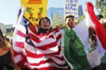 Студенты вузов в центре Лос-Анджелесе во время протеста против избрания Дональда Трампа в качестве президента США