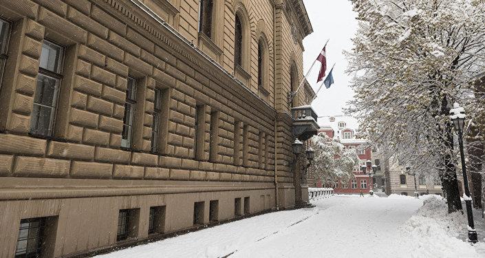 Saeimas komisija apspriedīs plašākas iespējas izmantot svešvalodas Latvijas augstskolās