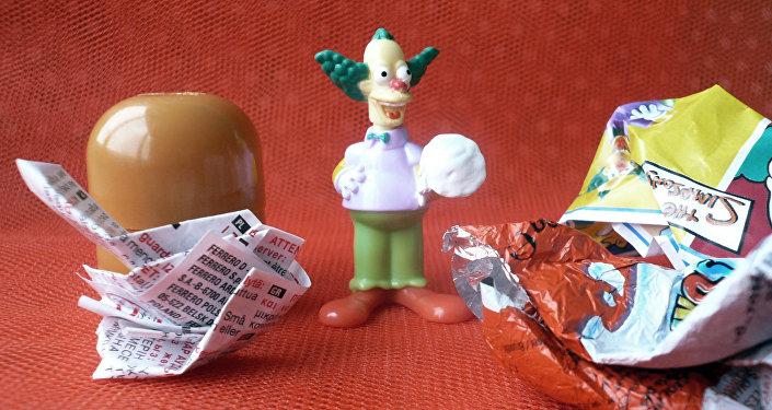 Bērnu rotaļlieta no šokolādes olas. Foto no arhīva