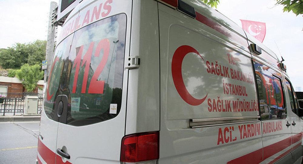 Ātrās palīdzības mašīna Stambulas ielā. Foto no arhīva