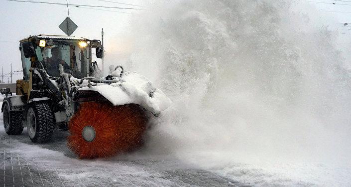 Уборка снега, архивное фото