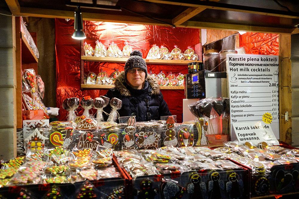 Ziemassvētku tirdziņš Doma laukumā, tradicionālie cepumi piparkūkas
