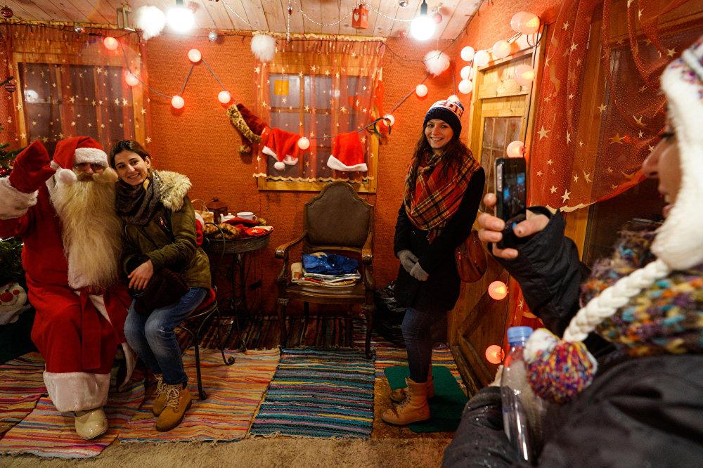 Санта-Клаус принимает посетителей