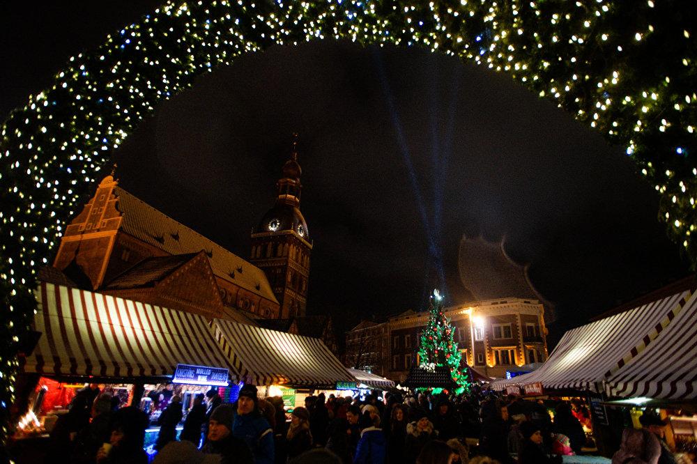 Рождественский базарчик на Домской площади