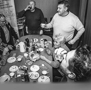 Kā vislabāk iepazīsties ar latviešu diasporu Smoļenskā? Protams, pie galda!