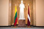 Флаги Латвии и Литвы