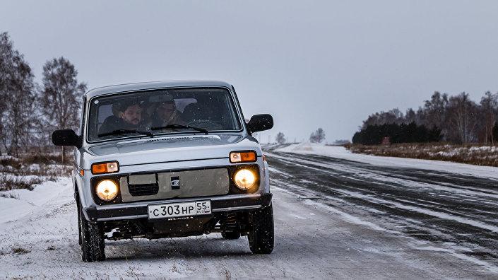 ВАЗ 2013 на дороге из Тары в Бобровку