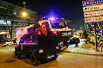 Турецкая полиция в районе галереи в Анкаре, где было совершено нападение на посла России в Турции Андрея Карлова