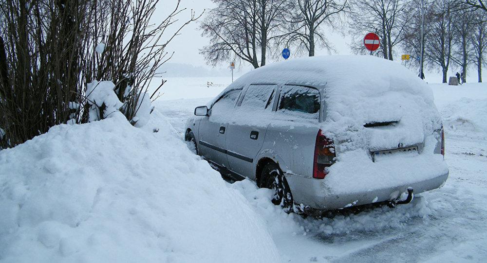 Снег на набережной Риги