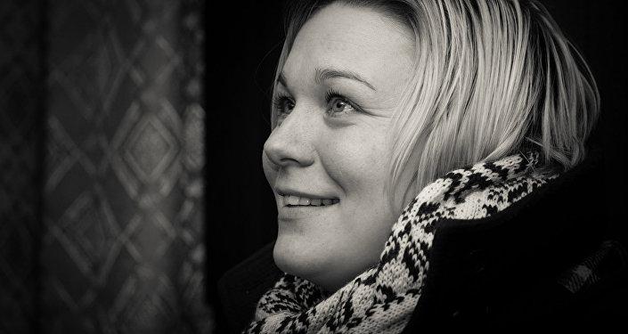 Ilona Saverasa. Latviešu valodas skolotāja. Maksima Gorkija ciems
