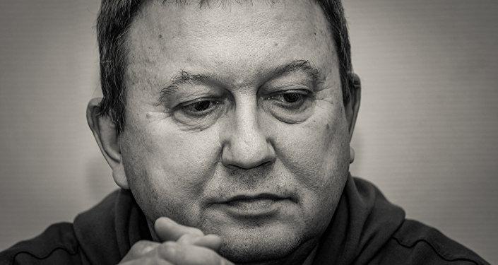 Andris Tupesis. Latviešu tautiešu biedrības priekšsēdētājs, Omska