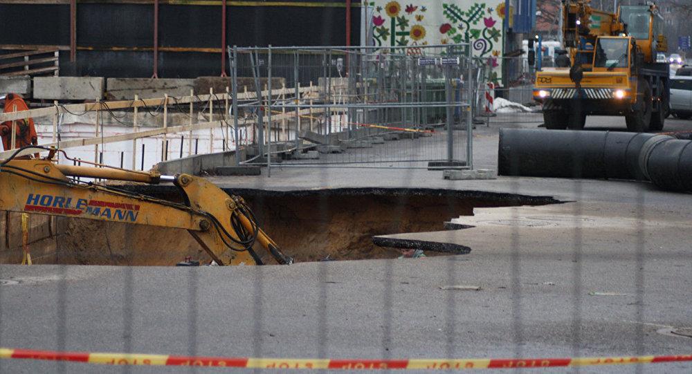 Kanalizācijas cauruļu avārija Upes ielā Viļņā