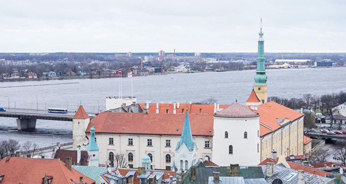 Вид на Ригу с Домского собора - Рижский замок, резиденция президента