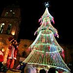 Рождественская ёлка на площади Сан-Франциско в Ла-Пасе, Боливия