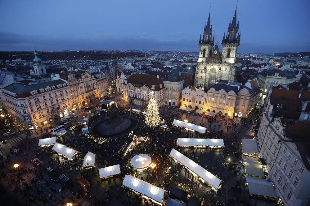 Главная ёлка страны на Староместской площади в Праге