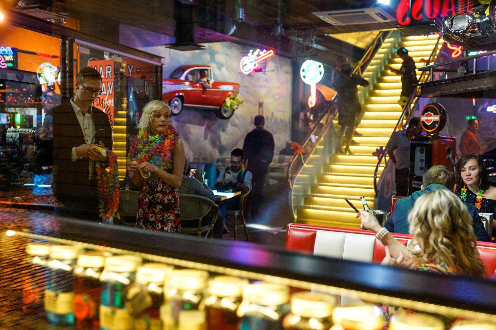 Naktsklubs Vecrīgā Jauno gadu sagaida ar Havajas ballīti