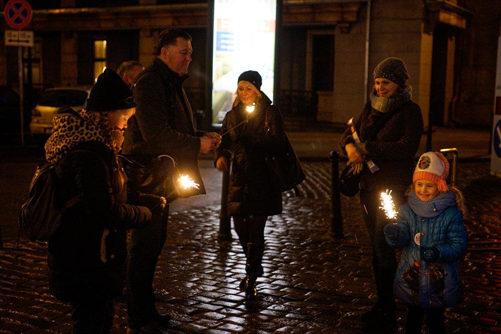 Rīgas iedzīvotāji gatavojas sagaidīt Jauno gadu