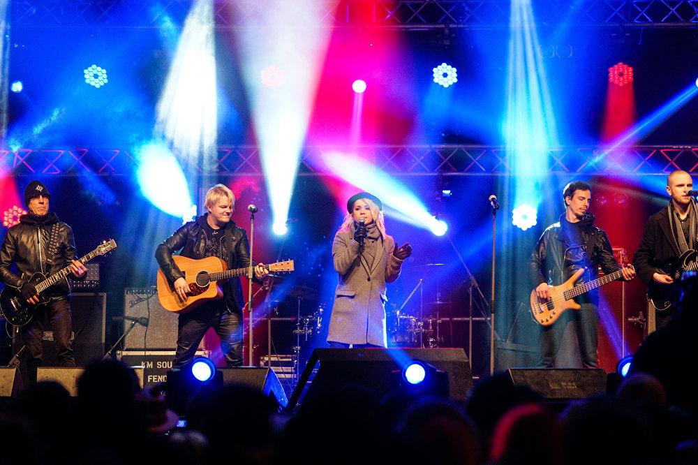 Uz skatuves - latviešu dziedātāja Aija Andrejeva