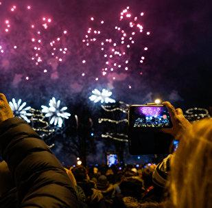 Салют в честь Нового года на набережной Даугавы