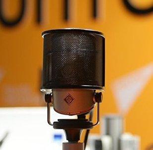 Микрофон в студии радио Sputnik, архивное фото