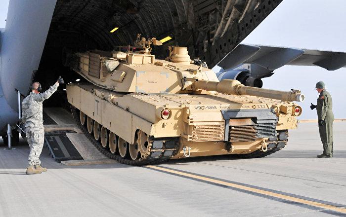 Выгрузка танка Абрамс, архивное фото