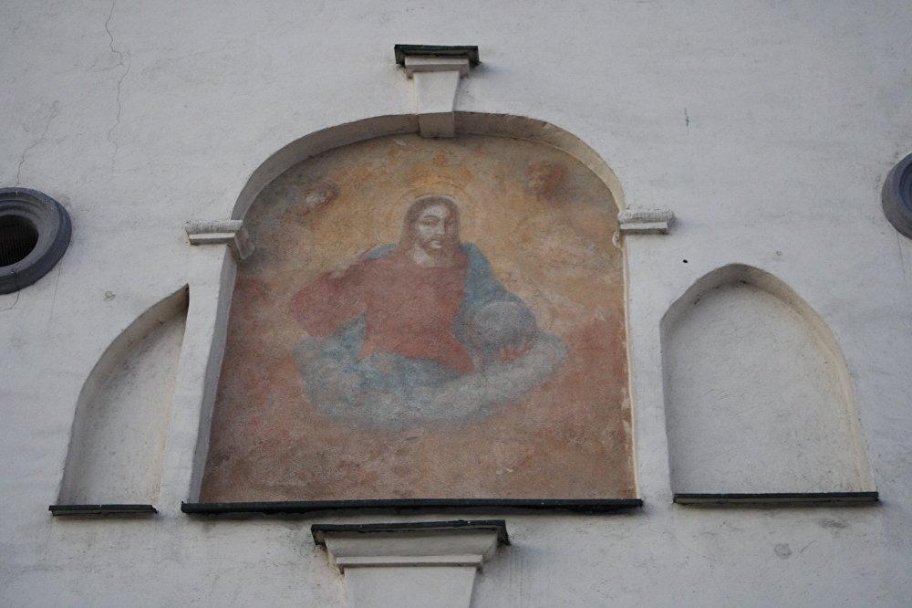 Kristus freska virs Svētajiem vārtiem