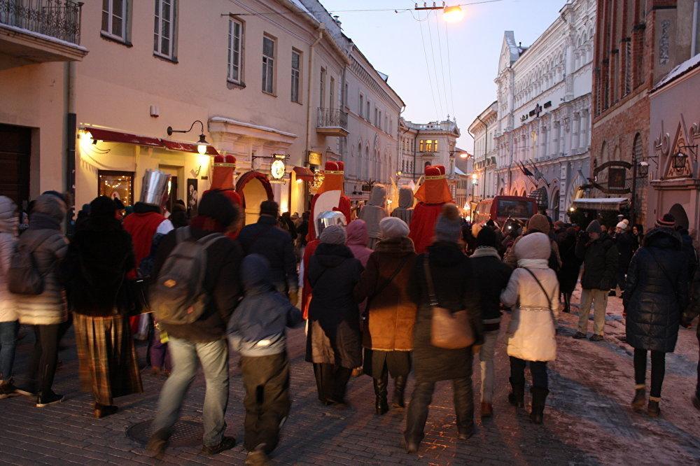 Aiz Trim Karaļiem seko ticīgie un tūristi