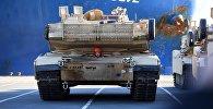 Amerikāņu kara tehnikas izkraušana Bremerhafenas ostā Vācijā