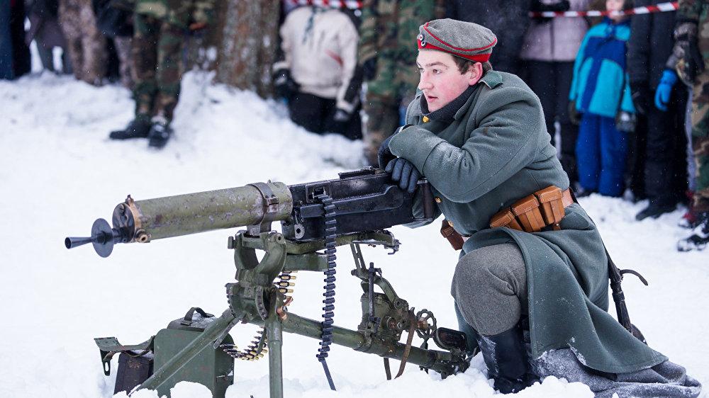Vācu armijas kareivis pie balsta ložmetēja MG-08